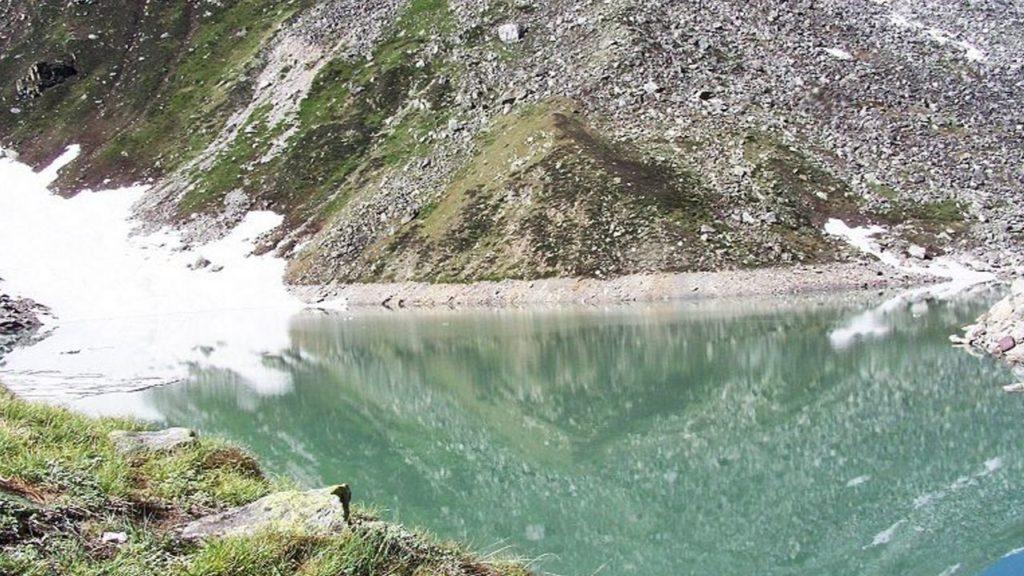 Satopanth lake